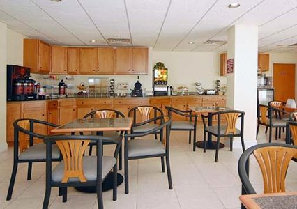 Comfort Suites of Southport - Breakfast Room